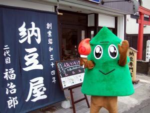 秋田国体のマスコットすぎっち来店